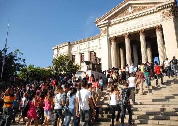 estudiantes-universidad-habana