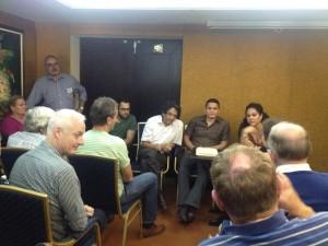 Reynaldo, Victor y Eliécer con abogados australianos