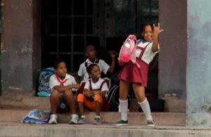 2-las-conductas-salvajes-y-groseras-son-comunes-en-los-barrios-mas-pobres-y-marginales-de-la-capital